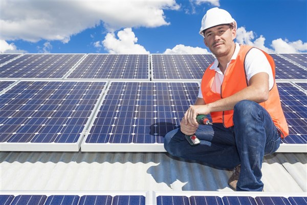 نیروگاه خورشیدی احداث کنید و تا ۲۰ سال از اداره برق حقوق بگیرید