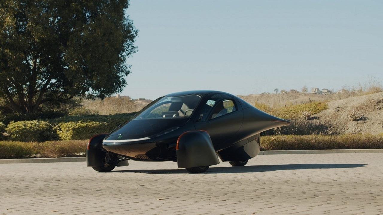 نخستین اتومبیل سه چرخ خورشیدی بدون نیاز به شارژ