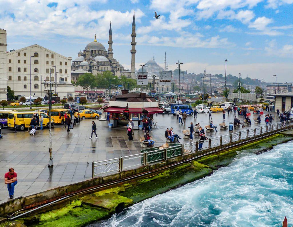ایرانیان به تور های استانبول بیش از سایر تور ها علاقه دارند؟3 1024x794 - چرا ایرانیان به تور های استانبول بیش از سایر تور ها علاقه دارند؟